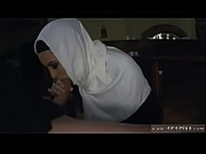 Chubby arab first time Hungry Woman Gets Food and Fuck