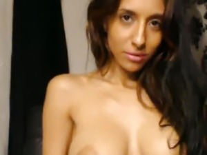 Gorgeous Babe Toys her Pussy Till Orgasm