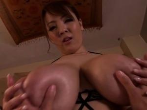Huge titted Hitomi Tanaka gives sensual pov massage