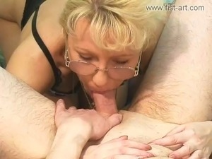Marcella fisting and fucking machine