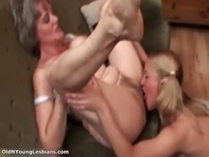 Old lesbian goes crazy getting her horny part2
