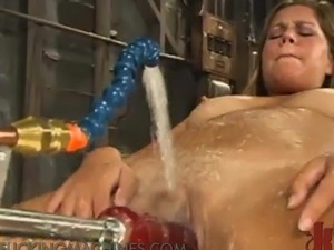 Unbelievable Blonde Inserting playthings inside Her fuzzy wuzzy