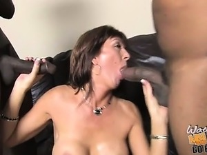 Desi Foxx is a hot cougar with a dumb son. He tried buying