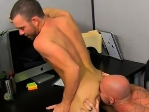 Gay guys On his back and taking it deep, Parker gets the gia
