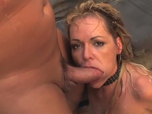 Kelly Leigh is a mature blonde bitch in stockings