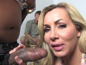 Lisa Demarco A MILF acquires giant cocoa prick inside Her mound