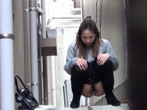 Hairy asian whore pees