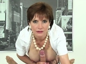 Adulterous uk mature lady sonia showcases her heavy breasts