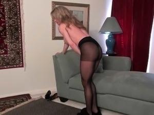 Milfs Tracy and Raquel peel off their nylon pantyhose