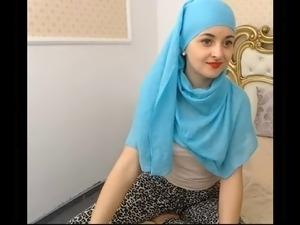 teaser: teeny muslim girl