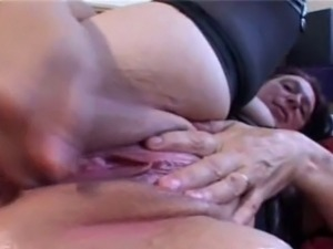Older BBW plays with herself and squirts repeatedly Matures, Granny,...