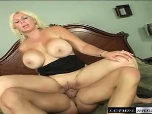 Stacked milf seduces the plumber to take care of her fiery honey hole