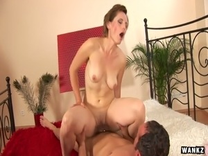 Mature slut Saxana takes dick in her stretched cunt in doggy pose