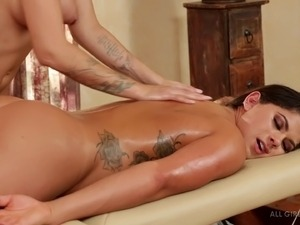 Let's spice up the massage with some licking and deep fingering!