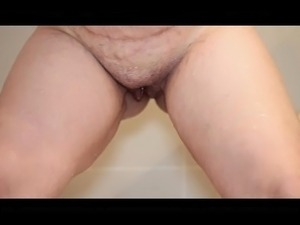 Saskia Squirts pisses in shower