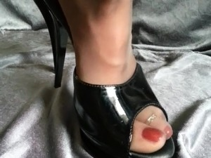 Pantyhose Feet in High heels