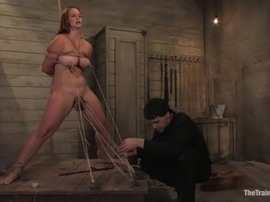 Bella Rossi enjoys being pulled by her pussy lips in BDSM vid