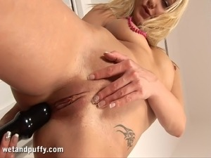 Blonde in high heels pisses while toying pussy in solo model scene