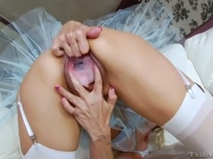 Buxom brunette cutie is gonna drill huge muff of  insatiable blond cougar...