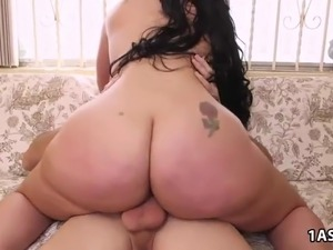 Fat ass latina Carmen De Luz takes a pounding