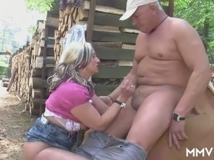 Mature fuck thirsting couple had dirty sex in woods