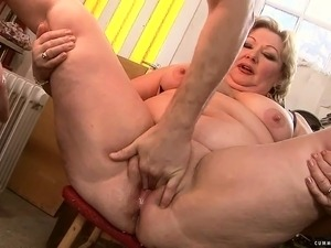 Stacked mature Margarethe gets her sweet pussy stretched and loves it