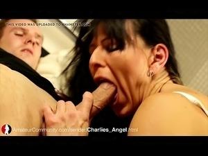 Reife Frau beim Blowjob PornWebcamZ.com