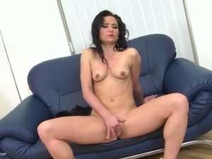 Amateur MILF with hungry big wet pussy