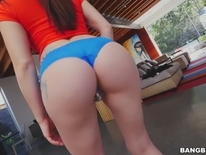 Mandy Muse Twerks and Shakes Her Big Ass