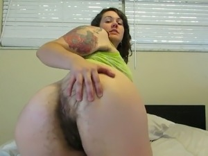 Mature bootyful mom showing her hairy butt hole from behind
