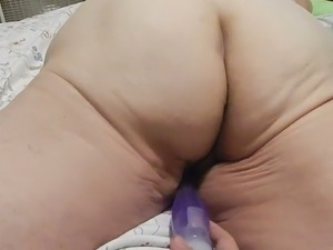 Amateur web cam whore flashed her droopy cellulitis ass while masturbating