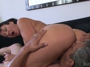 Insatiable brunette granny on the couch eats a fat dick