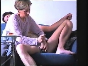 Amateur cougar knows how to wank h Helene from 1fuckdatecom