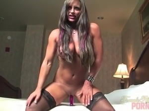 Nikki Jackson Squirts and Gets Creamy