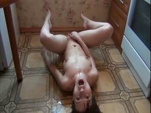 Wild all naked bitch was spinning on the kitchen floor while masturbating