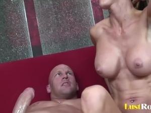 Experienced babe with nice boobs likes to fuck hard