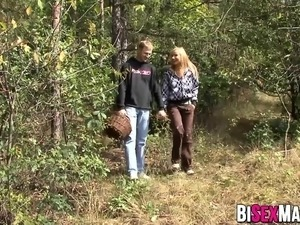 Sexy blonde babe pussy pounded along side bi dude outdoor