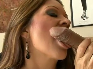 Gorgeous milf Racquel Devine gives slobbery blowjob