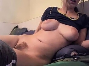 amateur bunni buns flashing boobs on live webcam
