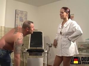 In Krankenhaus Sepp will seine Frau abholen