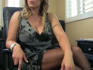 Blonde hot mature babe with huge plastic breasts wants to fuck