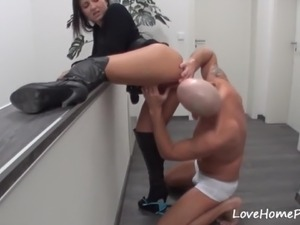 Beautiful amateur girlfriend fucked doggystyle and gets creampied
