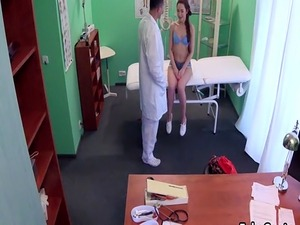 Doctor gave facial cumshot to his patient