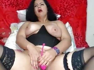 Hot MILF squirting on Cam