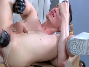 Celebs suck gay cock Brian Bonds and Axel Abysse budge to the office a