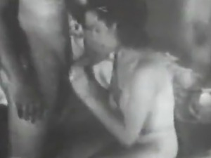 Wife Fucked by her Husband (1940s Vintage)