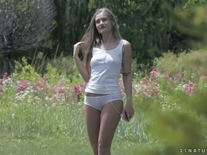 Svelte alluring blondie with long legs needs some proper sex in the morning
