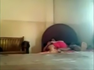 desi red saree aunty sex with young bf in hotel.