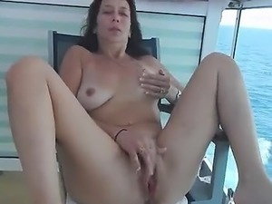 Amateur gives outdoor blowjob
