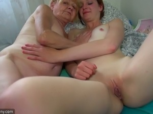 Mature blonde finger fucks red haired young chick